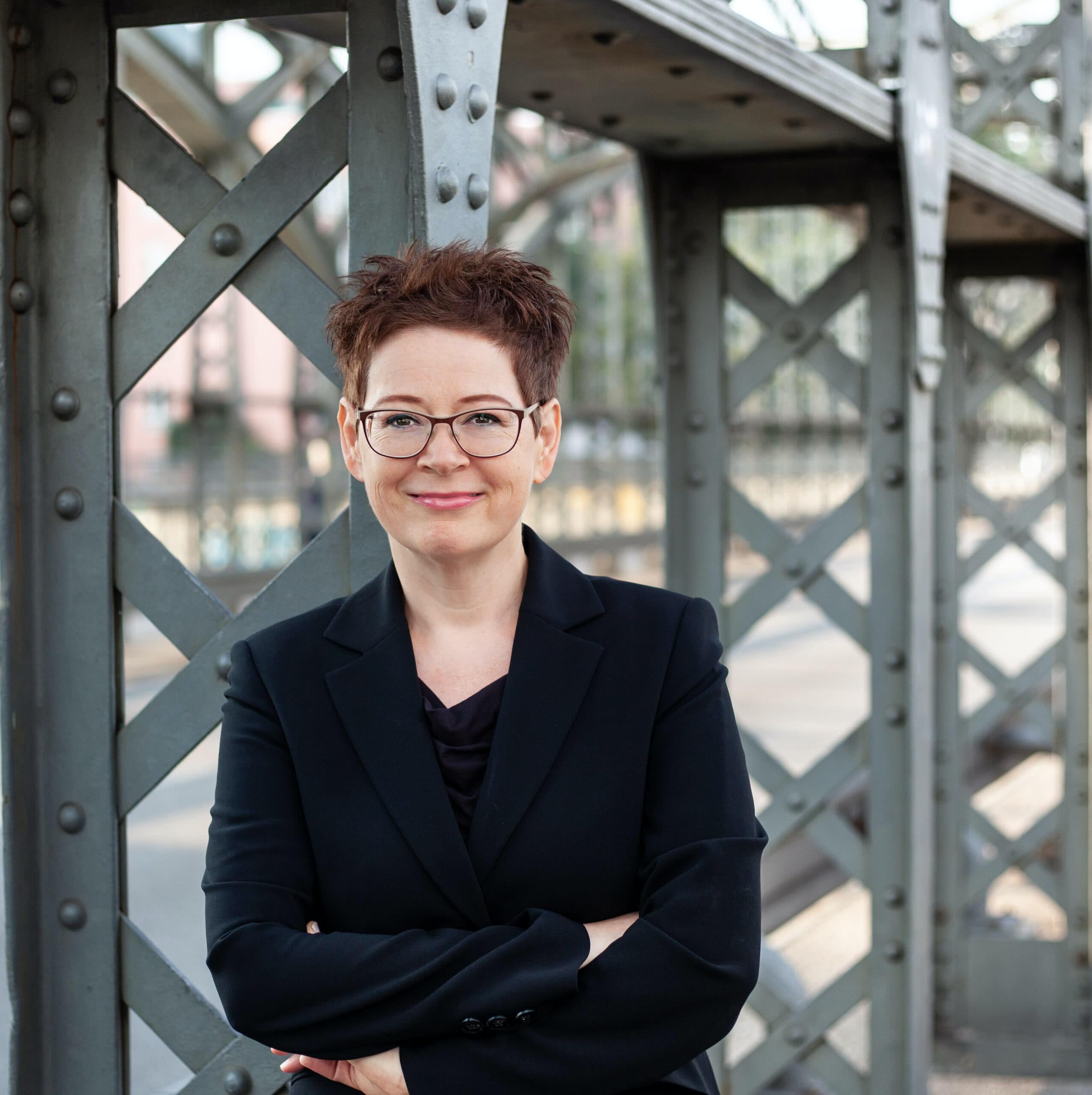 Dr. Steffi Katz